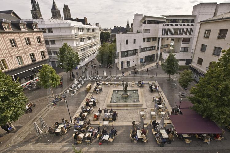 Rouen centre ville place du 18 avril 1944 altitude 12 for Piscine rouen