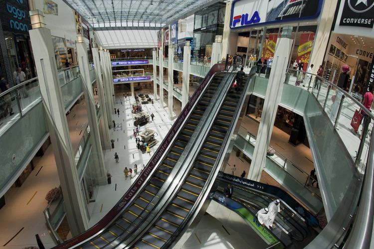 Une des rues int rieures de duba mall plus grand for Centre commercial grand tour