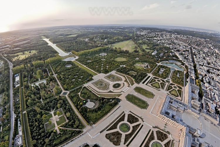 Vue D Ensemble Du Chateau Et Des Jardins De Versailles Depuis Le Sud