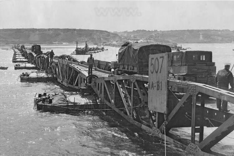Site 4 gold beach port artificiel alli b pour british d 39 arromanches les bains ce - Port artificiel d arromanches construction ...