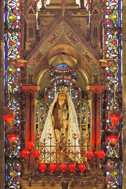 Lille cath drale notre dame de la treille statue miraculeuse de la vierge marie au fond - Lille notre dame de la treille ...
