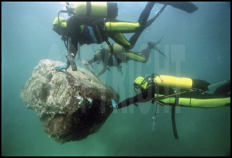 Jean-Yves Empereur's dive team transports the calcite orthostat (eight-sided statue base) of Pharaoh Setis 1st (father of Pharaoh Ramses II) using compressed air balloons before its restoration.