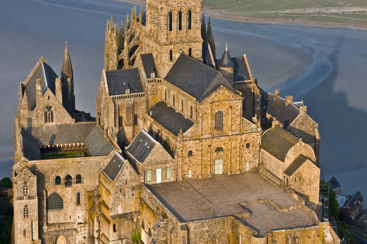 Overview of the Mont Saint Michel from the west. In the foreground, the West Terrace. To the left the cloister.