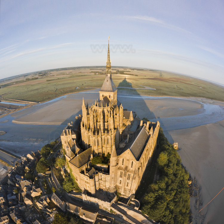 Overview of the Mont Saint Michel from the north east. On the right, the Wonder.