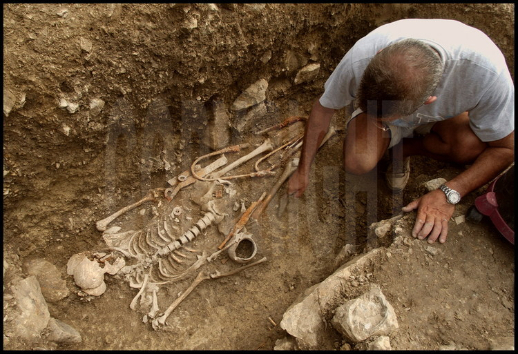 After digging for 2 days, Daniele Vitali's team has finally excavated the tomb of a Celtic warrior with weaponry intact. The sword, sheath, spearheads and javelin are exactly the same as those found in the Celtic tombs of the Northern Alps.  However, the presence of Etruscan funerary furnishings in this same tomb reveal that as early as the 4th century BCE, the native Etruscan population and the Celtic newcomers were already intermingling