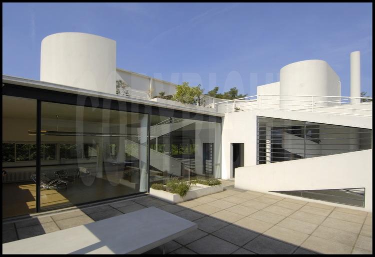 au premier tage le jardin suspendu et la terrasse de plein pied donnant sur le salon et l. Black Bedroom Furniture Sets. Home Design Ideas